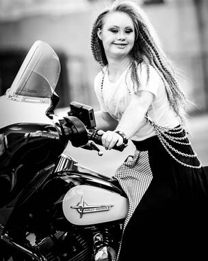 Madeline-Stuart-Facebook_CLAIMA20150818_0076_28-2